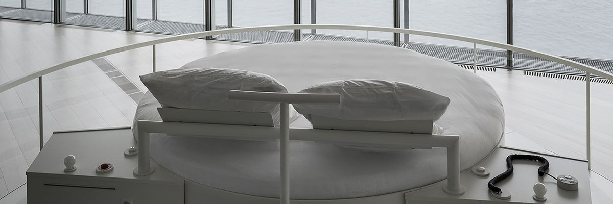 Live the dream and spend a night at centro bot n for Elevator bed plans